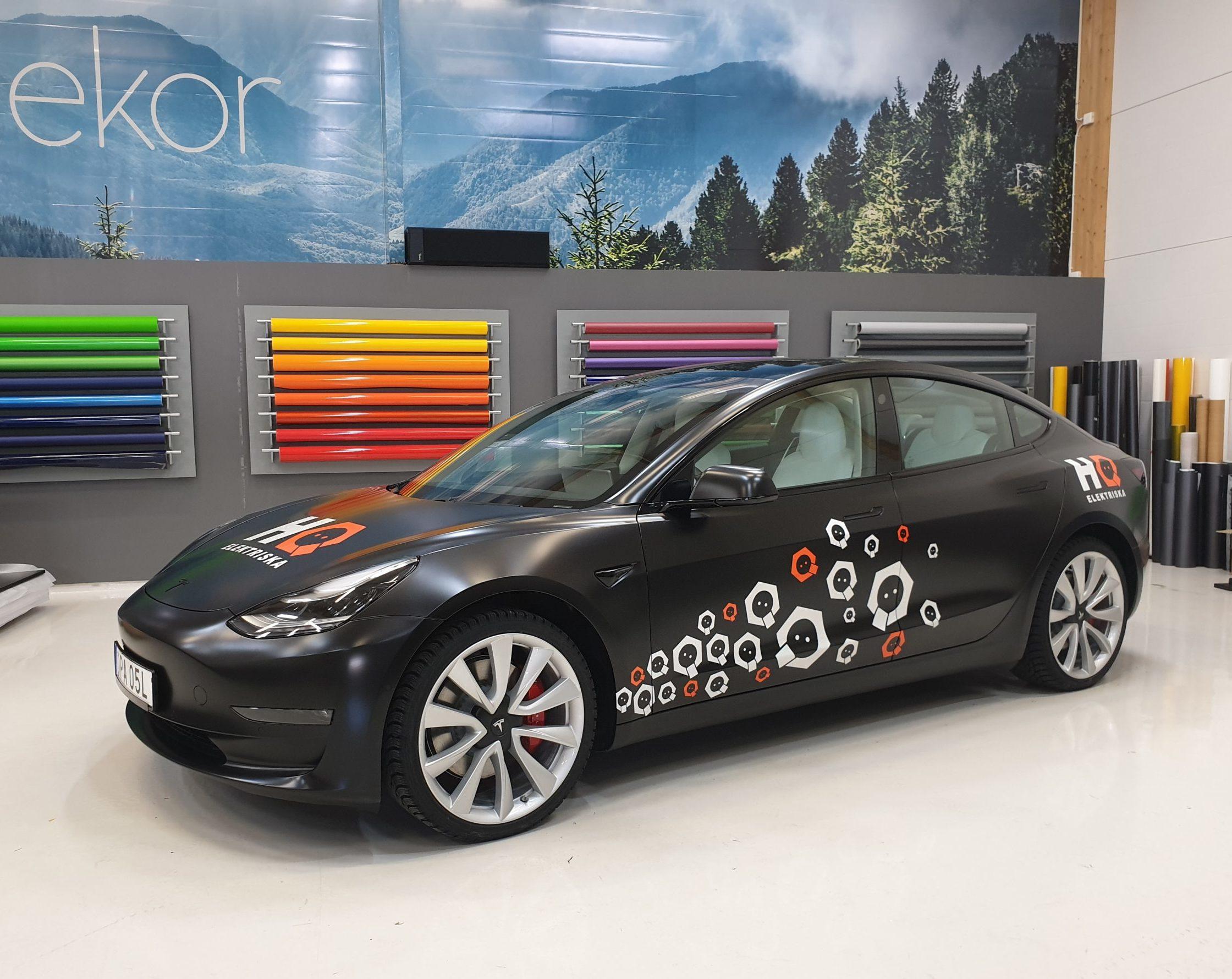 Helfolierad Tesla Model 3 av Swedekor