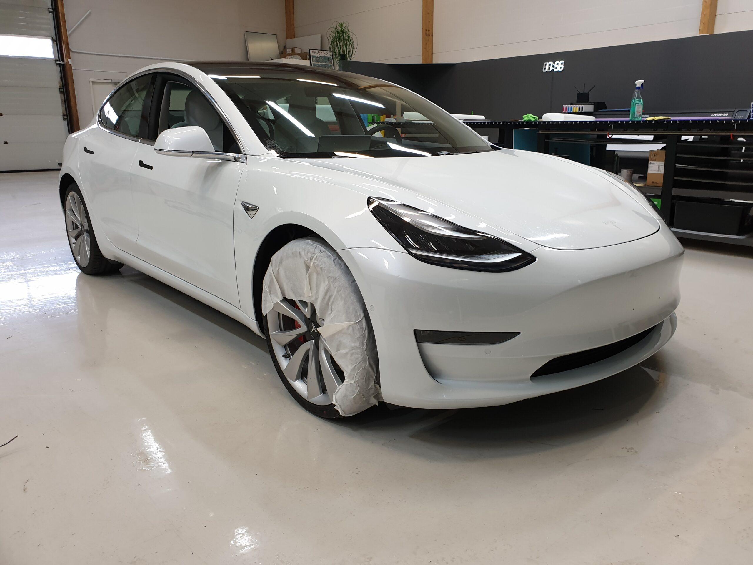 Skyddsfilm på Tesla Model 3